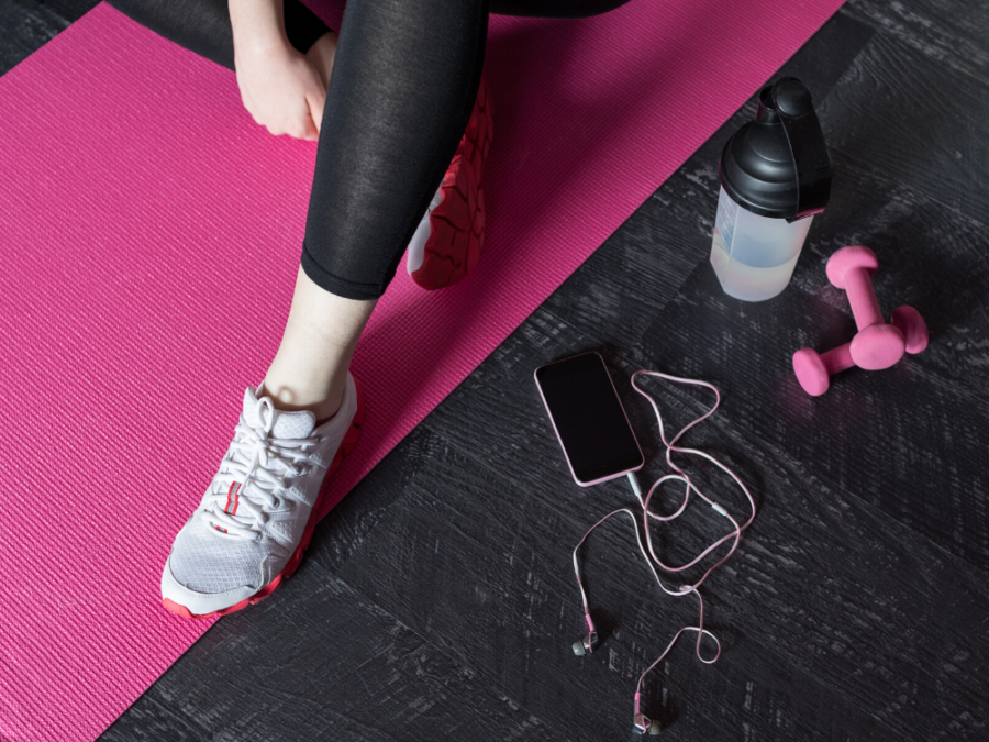 10 Essential Items to Keep in Your Gym Bag| Pink Workout